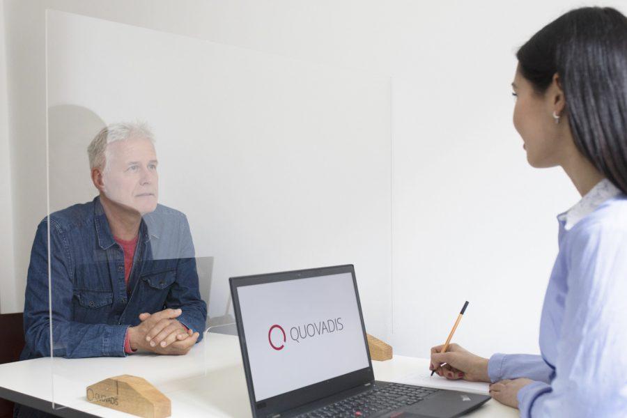 Quovadis Hygienekonzept: Interview mit Schutzwand